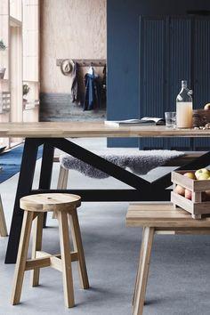 Und IKEA bekommt im August gleich noch mehr Zuwachs: SKOGSTA - eine neue Design-Kollektion aus massivem Akazienholz. Das Naturmaterial ist besonders langlebig, robust und sieht auch noch super gut aus. Der Esstisch kostet rund 400 Euro, der Hocker ca. 50 Euro und die Bank gibt es für ca. 60 Euro.