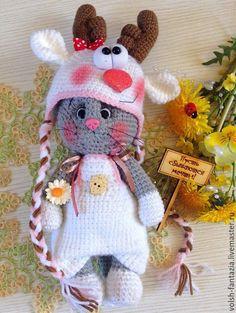 Купить или заказать Кошечка в костюмчике оленя в интернет-магазине на Ярмарке Мастеров. Милая, веселая, обаятельная и оригинальная кошечка в костюмчике глазастика лупоглазого олененка:-)) Кошечка-олененок станет необычным, оригинальным подарком для ваших родных и близких;-) Маленькое чудо! Шапочка и комбинезон снимаются.