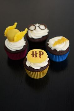 "Harry Potter Cupcakes 40 ""Harry Potter""-Inspired Treats You Should Be Making Harry Potter Desserts, Harry Potter Treats, Harry Potter Cupcakes, Harry Potter Food, Harry Potter Magic, Harry Potter Marathon, Harry Potter Birthday, Chocolate Desserts, Chocolate Decorations"