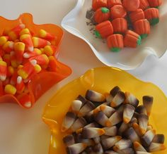 So Halloween has come and gone. Candy corn colored records still hold Thanksgiving decoration possibilities. Use these for your pre dinner snacks or after dinner mints. These candy corn colored records would make great table decorations or funky place cards.