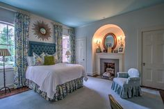 Transitional Kids Bedroom with Carpet, Hardwood floors, Crown molding, High ceiling, Wall sconce