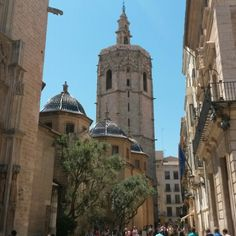 Plaza de la Virgen en Valencia, España