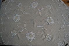 Handarbeit quadratische gestickte Decke mit Hohlsaum und Hardanger 124 x 124 cm