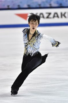 Yuzuru Hanyu of Japan competes in the Men Free Skating during day two of ISU Grand Prix of Figure Skating 2014/2015 NHK Trophy at the Namihaya Dome on November 29, 2014 in Osaka, Japan.