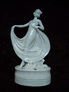 LARGE DECO LADY DANCER FLOWER FROG FROM GERMANY