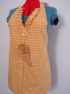 mens shirt apron by kikili Sewing Hacks, Sewing Crafts, Sewing Projects, Sewing Ideas, Diy Crafts, Men's Shirt Apron, Dress Shirts, Cute Aprons, Sewing Aprons