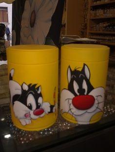Coppia di barattoli di latta dipinti con colori acrilici- Gatto Silvestro e Silvestrino- (Mc)