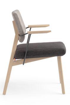 LINDSAY BI H47 +A, élégante et créative. Une chaise qui allie élégance, confort et créativité, grâce à sa finition bicolore, voire bi-matière.