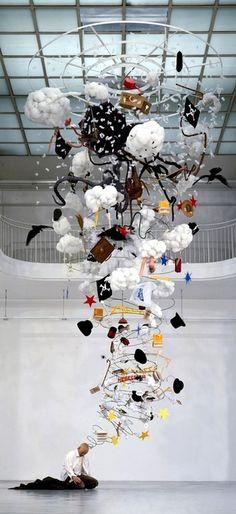 Gilles Barbier, L'ivrogne (The drunkard). 1999 / 2004, mixed media, 700 x 100 x 90 cm