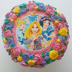 Disney Princess Birthday Cakes, Princess Party Favors, Princess Cupcakes, 1st Birthday Party For Girls, 4th Birthday Cakes, Birthday Crowns, Beauty And Beast Cake, Bolo Rapunzel, Belle Cake