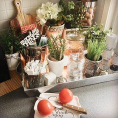 "58 Likes, 4 Comments - Nanna Tuomisto 💁✨ (@be_a_star_at_home) on Instagram: ""Home sweet home ✨🏡✨ Ihanaa perjantaita ystävät! 💁✨ #kitchendecor #kitchentray #springiscoming…"""