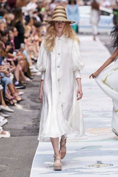 Cynthia Rowley Spring 2020 Ready-to-Wear Fashion Show - Vogue Source by foresnter outfits primavera Cynthia Rowley, Vogue Fashion, Fashion 2020, Runway Fashion, Fashion Brands, Womens Fashion, Fashion Weeks, Mode Chic, Winter Mode