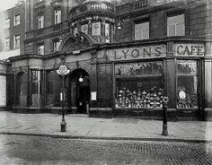 Angel, Islington, Lyons Cafe & Restaurant 1930's - Now the Co-Op Bank. this is where the designers of Monopoly decided to add 'The Angel' onto the Monopoly board.