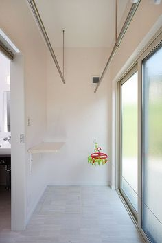 33.蔵のある心地よい平屋の住まい | トータルハウジング Room Paint Colors, Paint Colors For Living Room, Laundry Room Design, Laundry In Bathroom, Outdoor Laundry Rooms, Landry Room, Drying Room, Interior Exterior, House Rooms