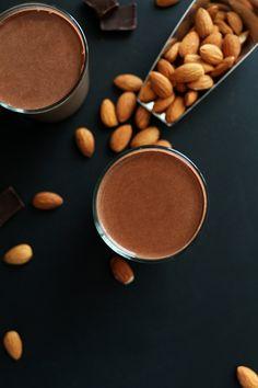 Super Thick Chocolate Almond Milk   minimalistbaker.com recipes #minimalistbaker