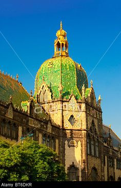 the-art-nouveau-museum-of-applied-arts-with-zolnay-tiled-roof-budapest-BT6DKR.jpg (346×540)