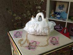 AUDREY è la piccola borsa pensata per le piccole donne che vogliono imitare mamma..... Romanticissima nel suo tulle bianco e nel modello!!!
