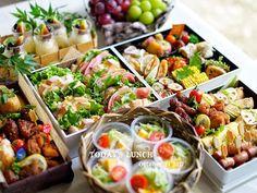 kyoko.さんはInstagramを利用しています:「𓅿𓅹𓅿𓅹 曇りで過ごしやすい、運動会日和☁︎ 今年の運動会弁当はこんな感じ。 代わり映えしないけど😅 今日はそうめん、ちょい寒いかも… . お弁当覚書はまた後日。 あー、お腹すいた🐽 #えびせん食べてる みなさんもよい週末を💫 . #captionforinstagram」 Pasta Salad, Cobb Salad, Kawaii Bento, Little Bites, Bento Box Lunch, Foods To Eat, Catering, Good Food, Snacks