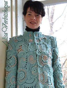 Связано пальто в технике фриформ,крючком из полу шерстяной пряжи