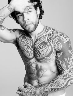so this is not Lenny Kravitz (but looks like him). I love this tattoo work, the patterns and line movement. Nice.