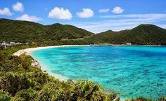 「渡嘉敷島の楽しみ方」 慶良間諸島   渡嘉敷の海の美しさはまさに別天地。慶良間諸島を代表する島、渡嘉敷島の海と、おばぁと、絶景ポイントを紹介。平成26年(2014)3月5日には、慶良間諸島が国立公園に指定され、さらに人気を呼びそうだ。