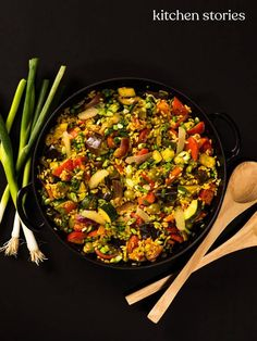 Veggie paella with zucchini and eggplant Vegan Keto Recipes, Healthy Recipes, Zucchini Aubergine, Go Veggie, Spaghetti Squash Recipes, Tomato Vegetable, Kitchen Stories, Eggplant Recipes, Health