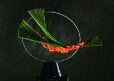 "Director of a school of modern floral art ""Jeux de Fleurs"" in Bourg en Bresse, France, Marie-Francoise is the winner of both national and international floral competitions. Flower Show, My Flower, Flower Art, Design Floral, Arte Floral, Ikebana Sogetsu, Fleur Design, Tableau Design, Japanese Flowers"