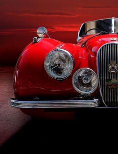 treacherouspixels:  doyoulikevintage: Jaguar Xk120 Sport - 1952  Especially when it's so lovingly restored and looking like new.