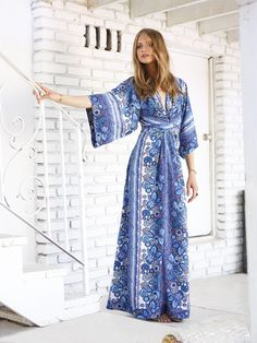 Model Anna Selezneva wears a Tularosa dress for REVOLVE Clothing x Tularosa campaign. Bohemian Chic Fashion, Bohemian Look, Anna Selezneva, Romantic Outfit, Romantic Clothing, Arab Fashion, Cool Outfits, Fashion Outfits, Revolve Clothing