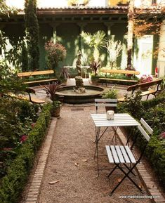 MADRID COOL BLOG café del jardín museo del romanticismo madrid Cafe Bar, Best Hotels In Madrid, Foto Madrid, Madrid Travel, Coffee Places, Outdoor Furniture Sets, Outdoor Decor, Places To Eat, Beautiful Places