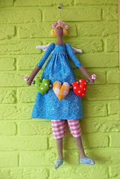 Love Tilda.....(aaaawwww....talk about cuteness! this tilda doll's heart garland just adds more to her whimsical charm.  love her!)...