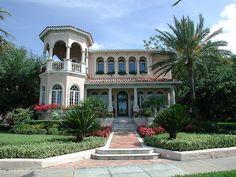 Gorgeous old home on Bayshore Boulevard, Tampa, Florida #Architechture