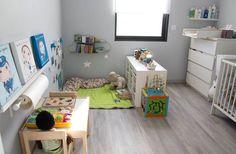 Parfait coin détente et jeux. Rouleau à dessin...j'en veux un aussi!.Chambre Montessori.