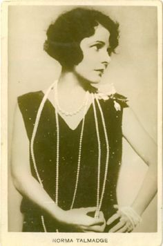 The Marcel and Finger Wave Page: Norma Talmadge: Flapper Bob and Wave with Pearl Necklace Fancy Hairstyles, Vintage Hairstyles, Marcel Waves, Historical Hairstyles, 1920s Looks, Vintage Bob, 1920s Hair, Guys And Dolls, Finger Waves
