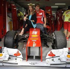 """Fernando Alonso ve sevgilisi Dasha Kapustina'dan zafer pozu. Dasha: """"Buralar böyle benim artık"""" pozu vermiş ;)"""