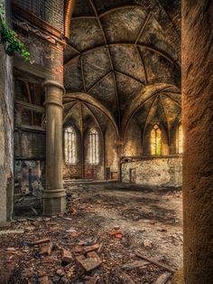 Verlaten plaats - oude kerk #church #abandonedplace #ruin #urban