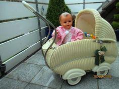 Traumschoener-alter-Korb-Puppenwagen-50-J-Kinderwagen