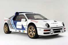 GGGAAAHHH why have I never seen a custom replica of one of these! Ford Group B rally car Mid-engined all-wheel-drive awesomeness Ford 2000, Ford Rs, Car Ford, Sport Cars, Race Cars, Carros Suv, Ford Motorsport, Old American Cars, Ford Classic Cars