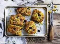 Gluteeniton sahramifocaccia   Kotivinkki Gluten-free focaccia with saffron. #gluteeniton #glutenfree #focaccia #saffron #bread #saffronfocaccia