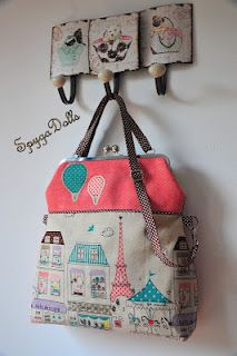 BOLSOS fabric purse bags, with matching painted clothes coat hooks February 2015 Patchwork Bags, Quilted Bag, Big Bags, Cute Bags, Diy Sac, Frame Purse, Purse Patterns, Fabric Bags, Tote Purse