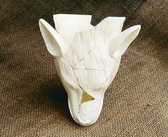 Cette tasse à étrier en céramique en forme de tête de loup ou de renard, fabriqué entre 1763 et 1830, est inspirée de l'Antiquité. C'est un vase-piège, puisqu'il n'a pas de pied ; il faut donc en consommer tout le contenu avant de le déposer. Il a été découvert sur le site de la maison Boisseau. Photo : Marc-André Grenier 1998 © Ministère de la Culture et des Communications Ballet Shoes, Dance Shoes, Place, Culture, Fox, Fit, Objects, Home, Ballet Flats