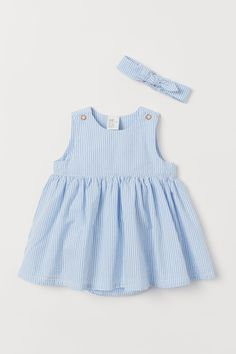 Dress and matching hairband in soft organic cotton fabric. Sleeveless dress with buttons on shoulders and attached bodysuit with elasticized hems Newborn Outfits, Toddler Outfits, Girl Outfits, Baby Girl Dresses, Blue Dresses, Baby Dress, Coton Bio, Baby Boy Fashion, Bandeau