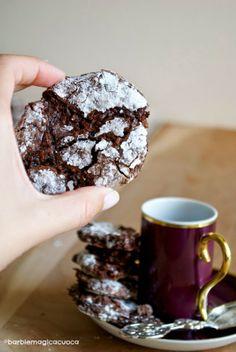 Ricciarelli al cioccolato fondente (biscotti morbidi alle mandorle)