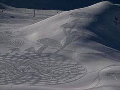 """Simon Beck has spent a lot of time at in the French Alps this winter, but he hasn't been skiing. Beck spends his days doing something entirely different: making snow art. Many compare Beck's work to """"crop circles,"""" but. Simon Beck, Snow Artist, Most Beautiful Paintings, Snow Sculptures, Sculpture Ideas, Circle Art, Crop Circles, Environmental Art, Chalk Art"""