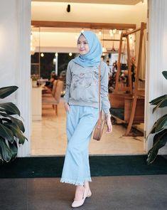 Ideas Fashion Hijab Remaja Kulot For 2019 Modern Hijab Fashion, Muslim Fashion, Trendy Fashion, Korean Fashion, Fashion Models, Fashion Outfits, Casual Hijab Outfit, Casual Skirt Outfits, Urban Fashion Women