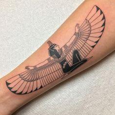 Egyptian Goddess Tattoo, Egyptian Eye Tattoos, Isis Goddess, Egyptian Symbol Tattoo, Egyptian Isis, Egyptian Tattoo Sleeve, Egyptian Symbols, Dope Tattoos, Body Art Tattoos