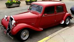 Citroen traction avant tuning Vintage Bikes, Vintage Cars, Antique Cars, Peugeot, Art Deco Car, Citroen Traction, Traction Avant, Citroen Car, Car Car