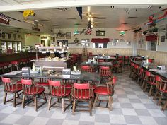 7 Great Airport Restaurants    http://www.venere.com/blog/airport-restaurants-11262/