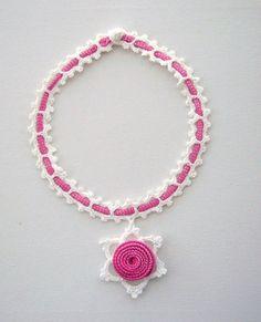 Collana crochet girocollo collana rosa Shabby di CraftsbySigita