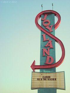 'Joyland' Amusement Park Neon Sign: Wichita, Kansas / photo by doe-c-doe